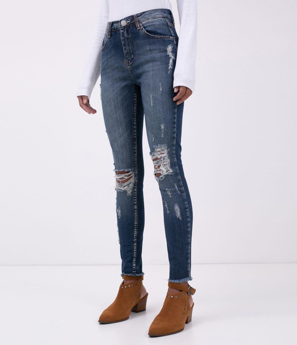 50bbb998a ... Calca Jeans Skinny com Puídos. Brinde