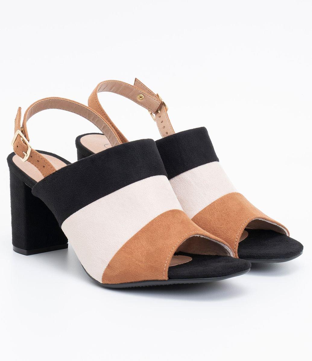 34b1ae8e7 Detalhes. Sapato feminino; Fechamento em fivela; Gáspea inteira ...