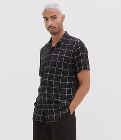 Camisa Slim Manga Curta Estampa Grid em Viscose