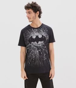Camiseta Estampa Escudo Batman Vidro Brilha no Escuro