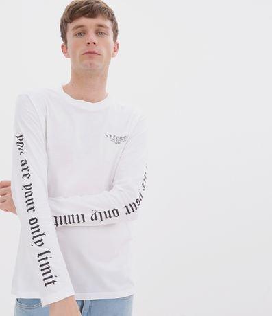 Camiseta Estampa Lettering Freedom no Peito e Mangas