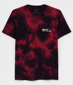 Camiseta Tie Dye com Lettering Error 404 Not Found You