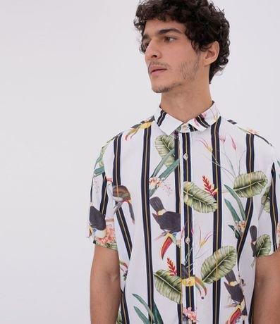 Camisa Manga Curta Estampa Listras e Tucanos
