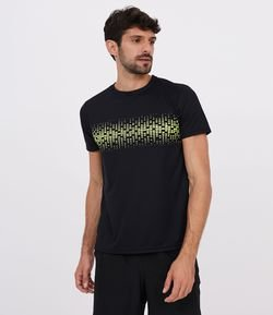 Camiseta Esportiva Fit Regular com Detalhe no Peito