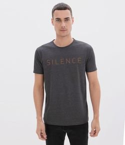 Camiseta Slim Estampa Silence