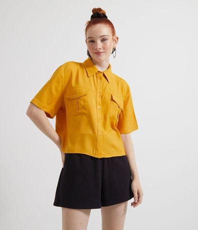Camisa Cropped Manga Curta Lisa com Bolsos