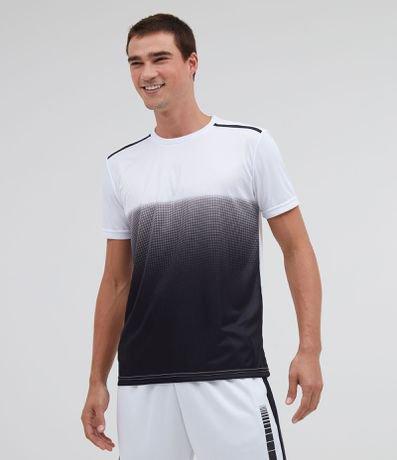 Camiseta Esportiva Degradê com Detalhe no Ombro