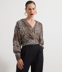 Blusa Transpassada Animal Print com Decote V