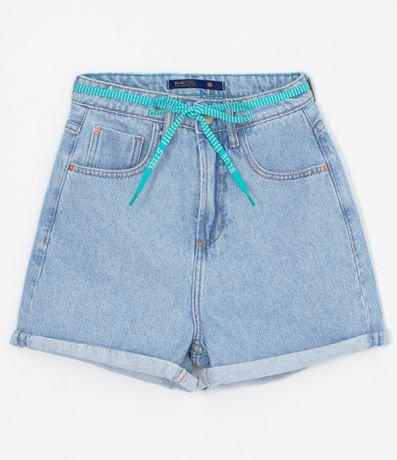 Short Jeans Mom Liso com Cinto de Cordão