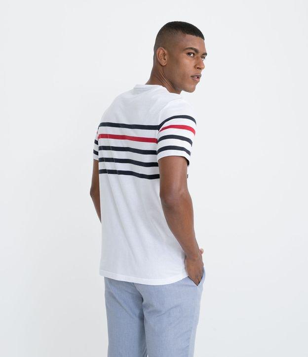 Camiseta Manga Curta em Algodão com Listras Localizadas no Peito | Marfinno | Branco | P