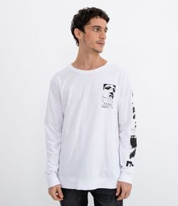 Camiseta com Estampa nas Costas e Frontal