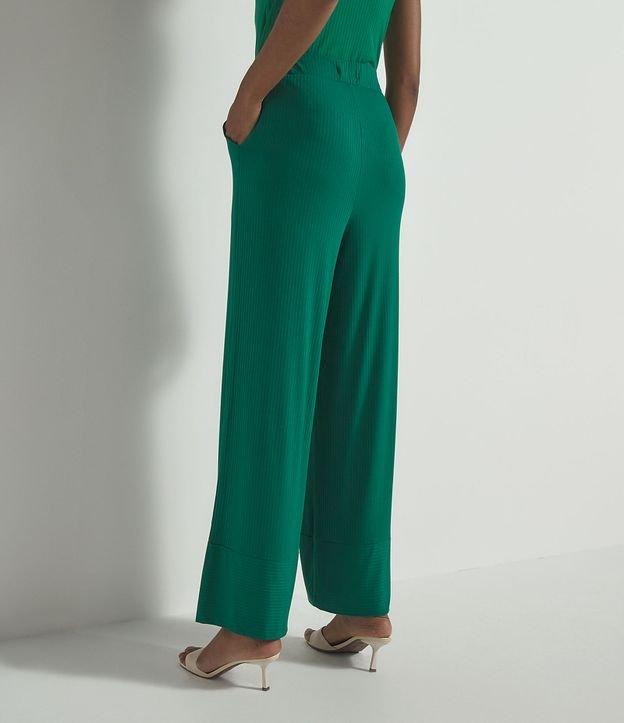 Calça Pantalona Canelada com Bolsos e Recorte na Barra | Marfinno | Verde | PP